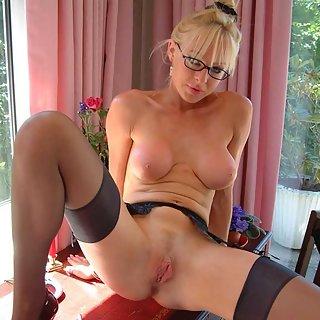NRW Erotik pur - geiles Babe fickt ihren Dildo das ist Erotik in NRW