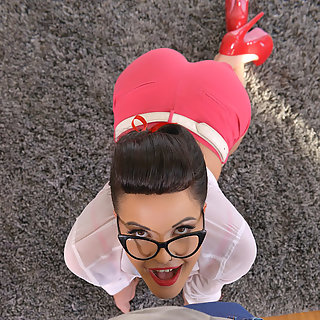 PinUp Girl bläst Schwanz - Dolly Diore - Titten Bilder