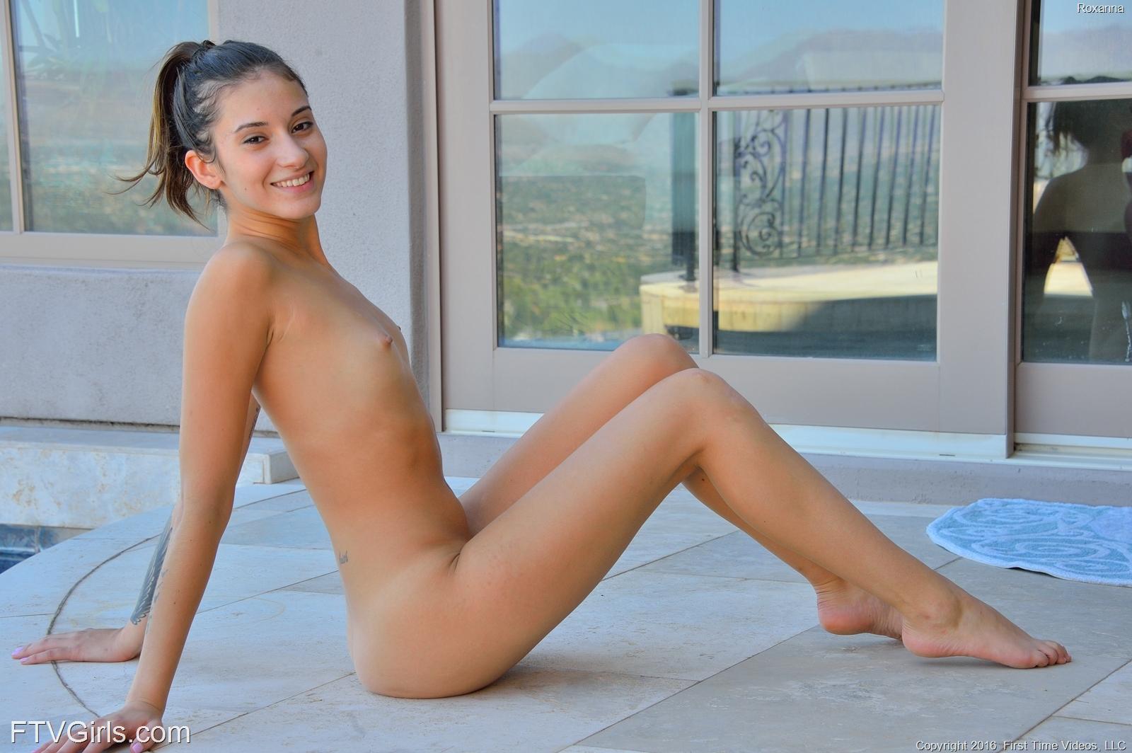 skinny nackte girls beine
