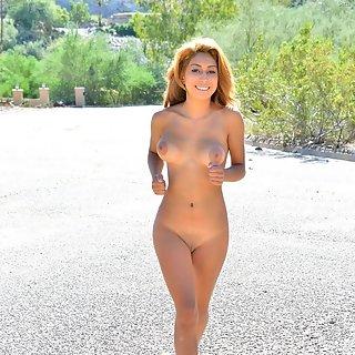 Blonde sexy MILF mit schönen Titten
