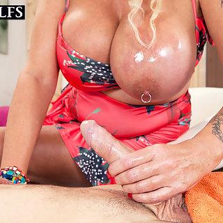 Schwanzmassage durch eine geile Oma - Matur Porn pur