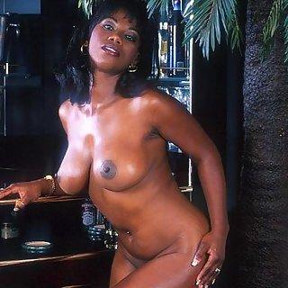 Ebony Teen Girl mit geilen Titten Bilder