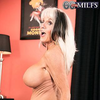 Omas Grosse Titen > Oma mit großen Brüsten * Kostenlos TittenFotos
