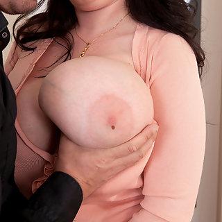 Hängetitten Girls mit großen Brüsten - Kostenfrei schöne TittenPics