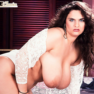Brüste Kneten - Hausfrau mit schönen Brüsten - Kostenlos Tittenporno