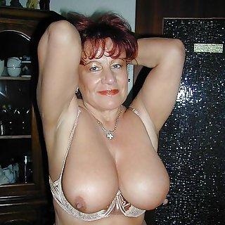 Mature Nude Bilder von Hängetitten
