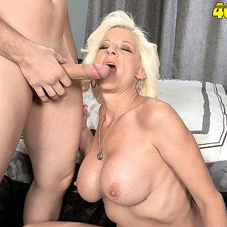 Weiber Bilder Granny Porn - Versaute Nackte Frauen Dicke Titten - MILFS Pornos