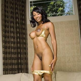 Ebony Teen Babe zeigt ihre geile Fotze