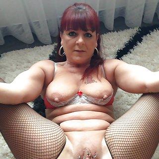 Nackte reife Frauen suchen junge Stecher
