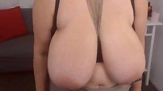 Omasex Video - Nude Mature Pornofilm einer geilen Oma mit Hängetitten